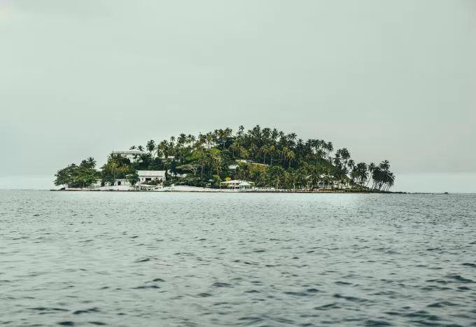 islandGreenWater.JPG