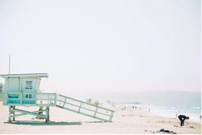 beachLifeguardWhite.JPG