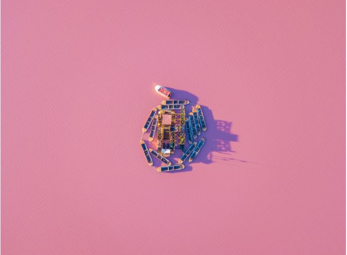 pinkLakeBoats.JPG